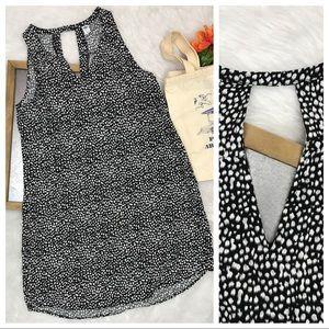 Keyhole front and back dress sz L